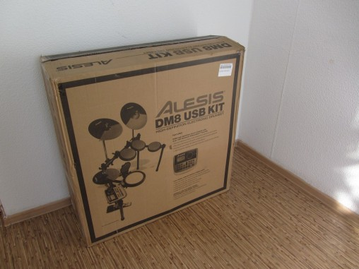 Коробка с Alesis DM8 USB Kit весит 26 кг.