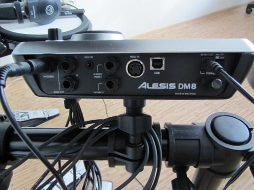 К модулю DM8 можно подключить дополнительные пэды