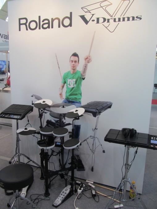 Новинку Roland TD-4KP читатели Digital-Drums.ru оценили еще в феврале! :-)