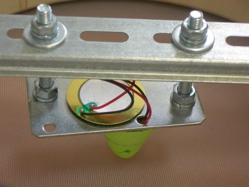 Степень прижима датчика к пластику можно регулировать 4мя гайками и ключом на 10.
