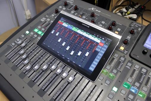 Behringer X32 работает с планшетом