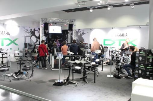 Целый этаж продукции Yamaha