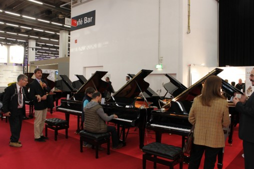 Павильон с клавишными: Рояли