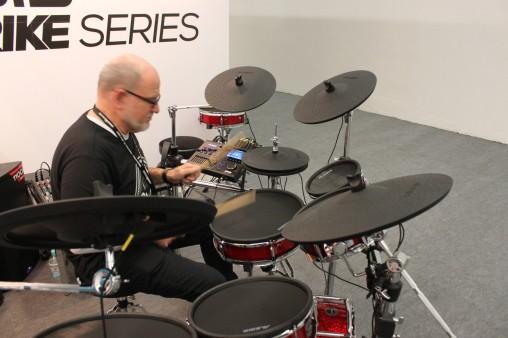 Alesis Strike Kit - богатейшая комплектация и акустические размеры
