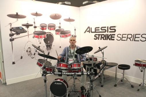 На Alesis Strike Kit как-то само-собой все сразу получается