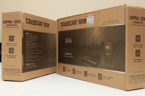 Набор Takstar WPM-200 упакован в небольшую картонную коробку