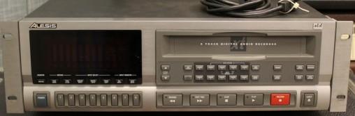 Alesis ADAT XT первый доступный многодорожечный цифровой рекордер