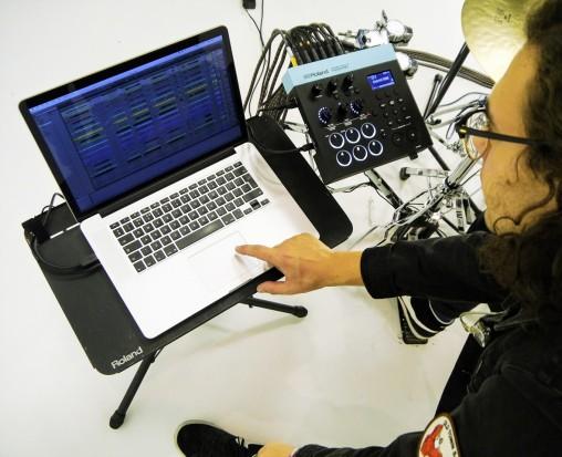 Можно коммутировать Roland TM-6 PRO с ноутбуком для работы в качестве конвертера триггер — MIDI с аудиоинтерфейсом