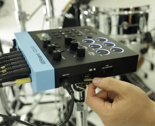 C SD-карты с карты можно воспроизводить любой аудиотрек