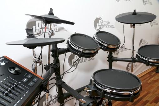 Все пэды барабанов DD638DX с кевларовыми пластикми.